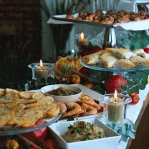 Decorating a Holiday Buffet Table