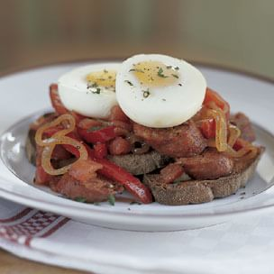Pipérade with Poached Eggs
