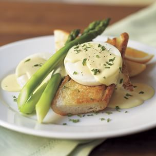 Asparagus with Poached Eggs & Hollandaise Sauce