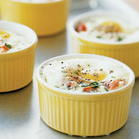 Baked Eggs with Tomatoes, Herbs and Cream