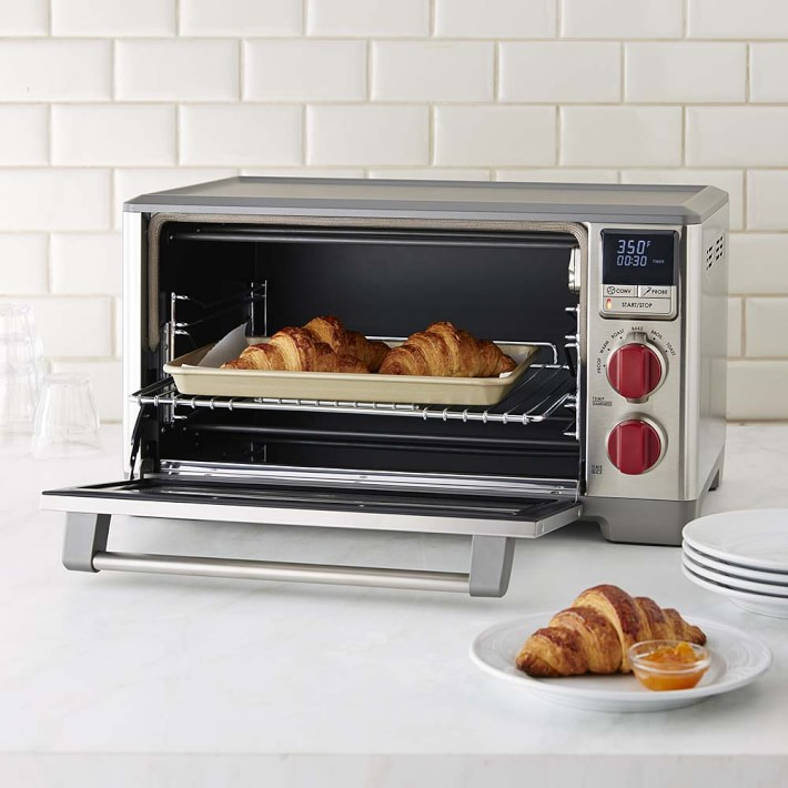 Oven cooks convection with 6 toaster slice